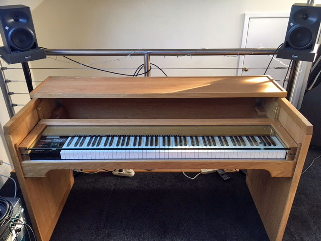 pianodesk2